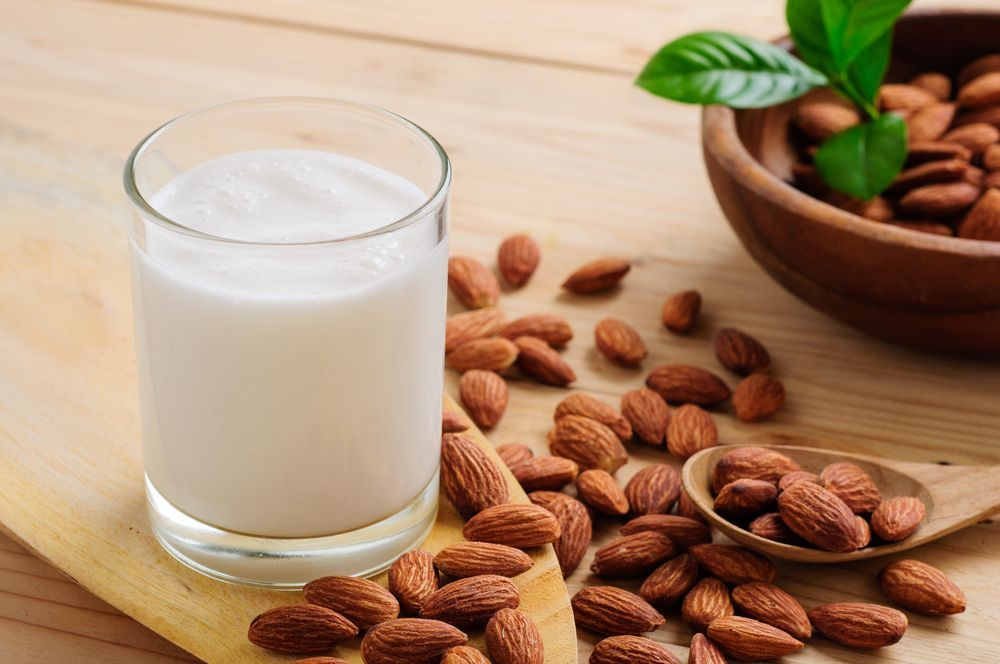 how many almonds are in almond milk