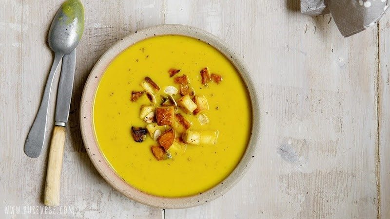 Pumpkin soup is one on my autumnal balance points. This must be the third pumpkin soup recipe on the blog; not because I'm addicted to the gourd family fruits or consider them more noteworthy than other vegetables, but I jump at them on the market because they represent the bright face of autumn. Under their skin beats a soft, generous heart – the kind I'd like to cultivate, too.