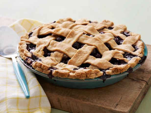 classic wild blueberry pie